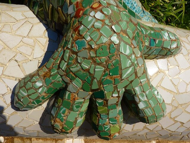 parc guell green mosaique hand