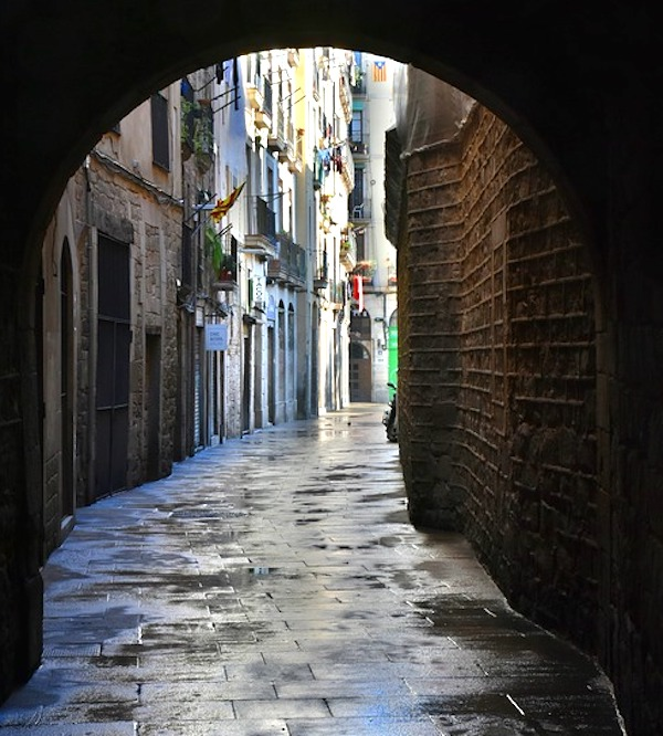 Barcelona arch alley