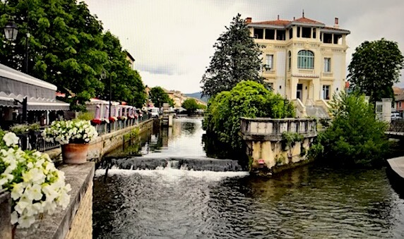 view canal ile sorgue outdoor market