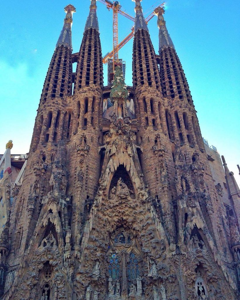 travel barcelona sagrada-familia