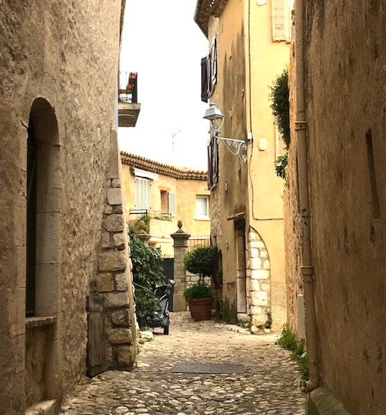 alley with yellow tones saint paul de vence