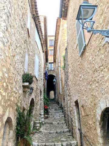 narrow alley blue lantern saint paul de vence