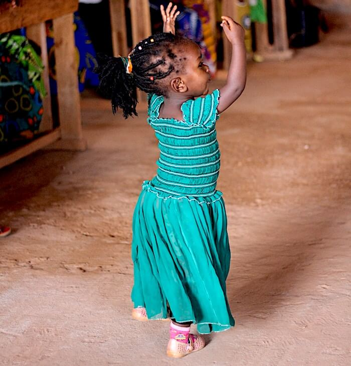 young girl dance home travel