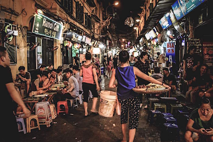 outdoor eatery crowds hanoi