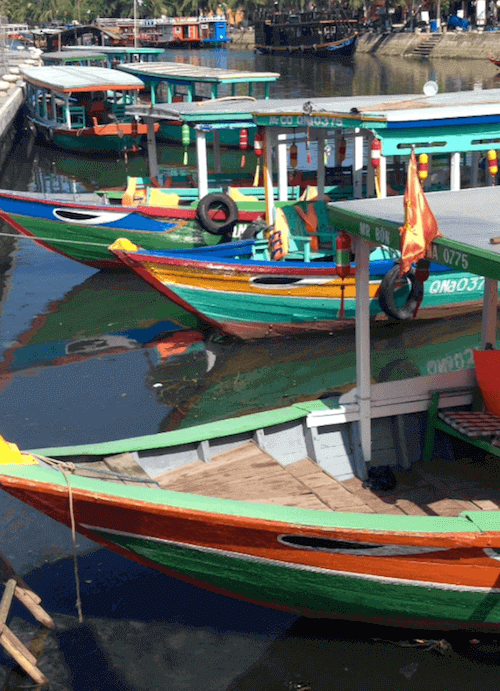 hoian canoes red green