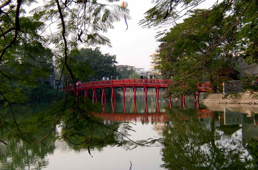 red bridge to ngo temple hanoi