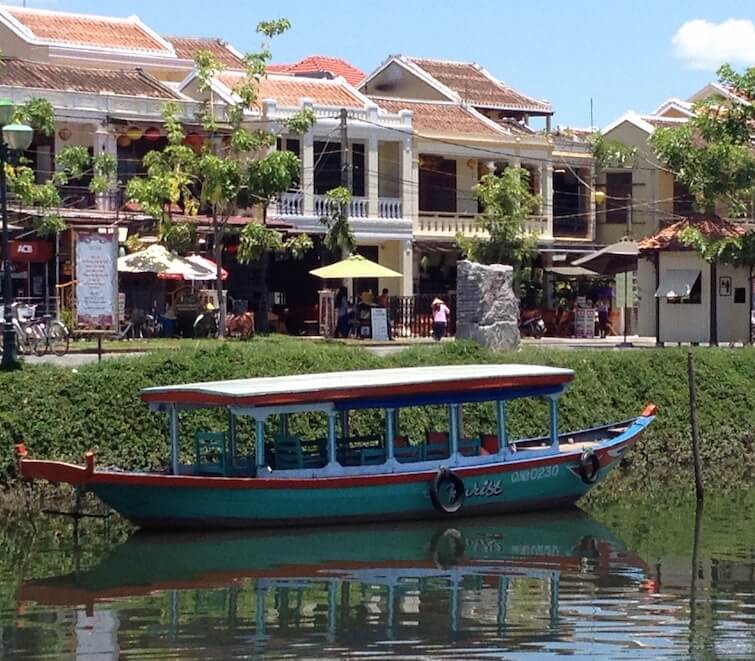 small boat hoi an