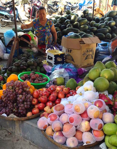 hoian central market fruits