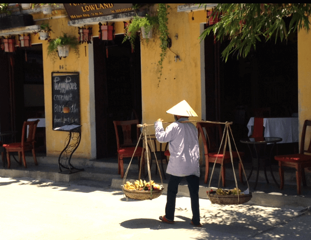 hoian woman carrying goods shoulders
