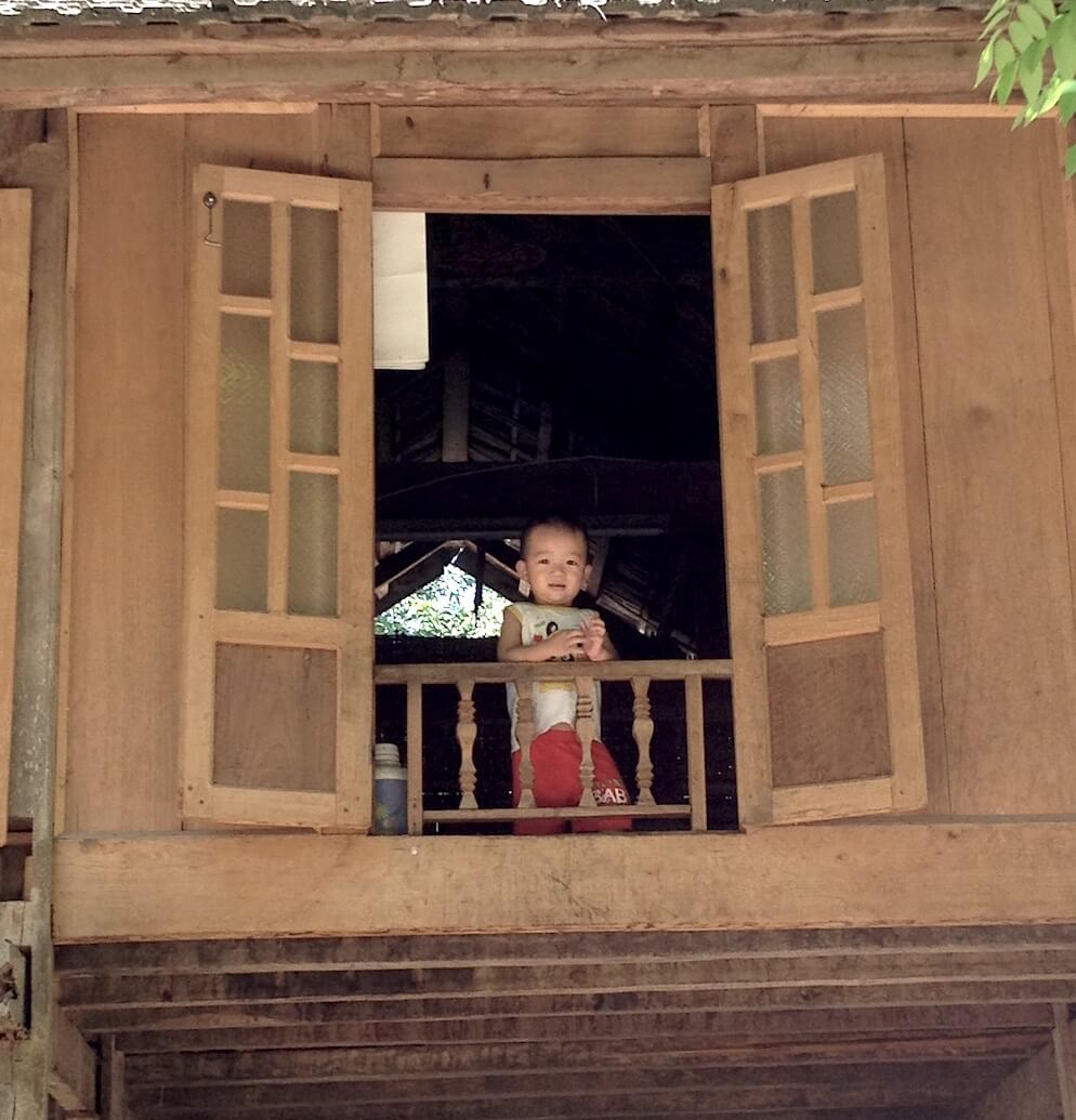 mai chau buoc village small boy in window