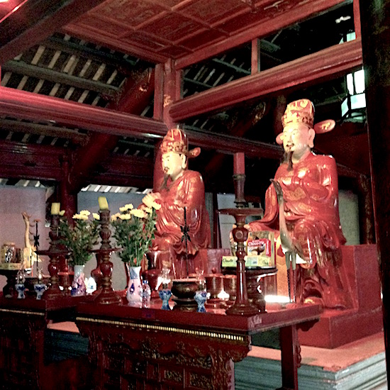 two red confucius statues