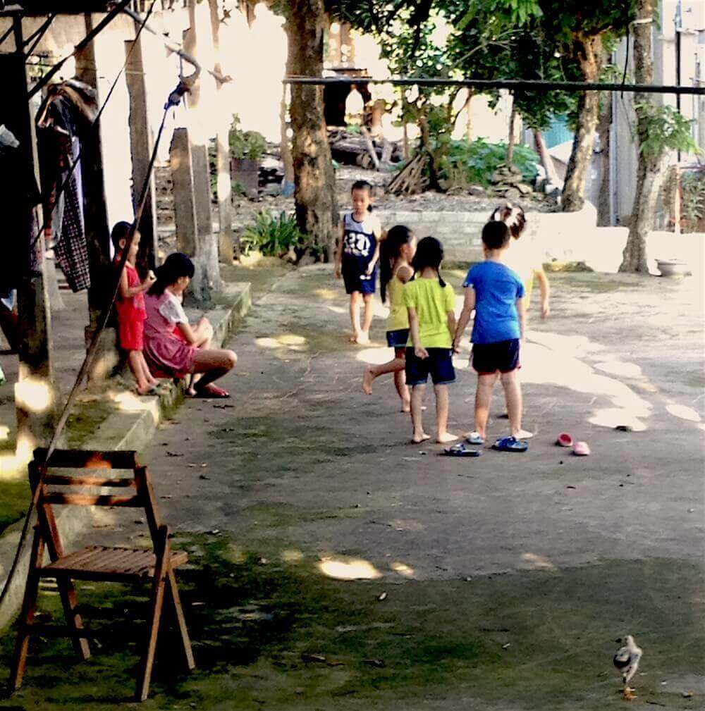 mai chau children playing on street