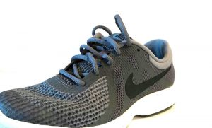gift giving running shoes nike