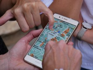 hands on phone map display