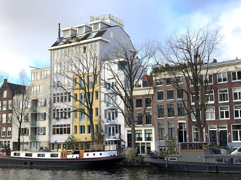 canal view in waterlooplein