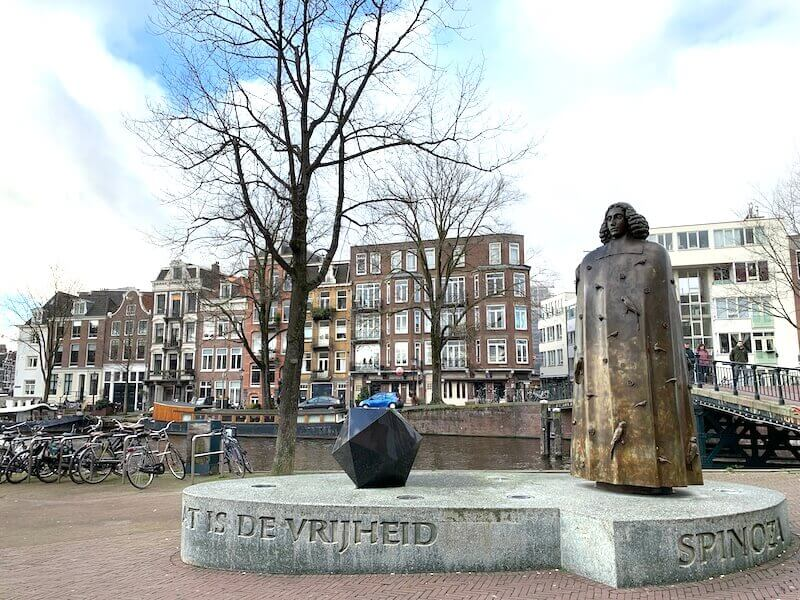 statue of spinoza on pedestal